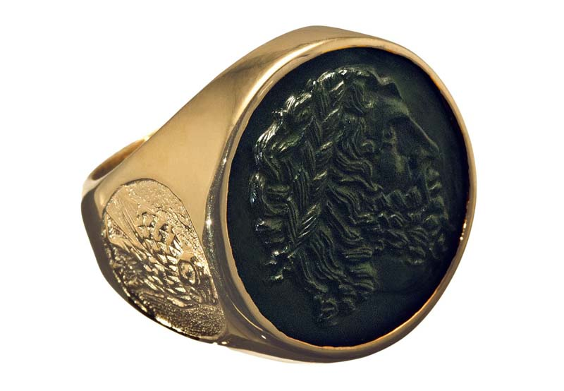 Rings engraved sculpted