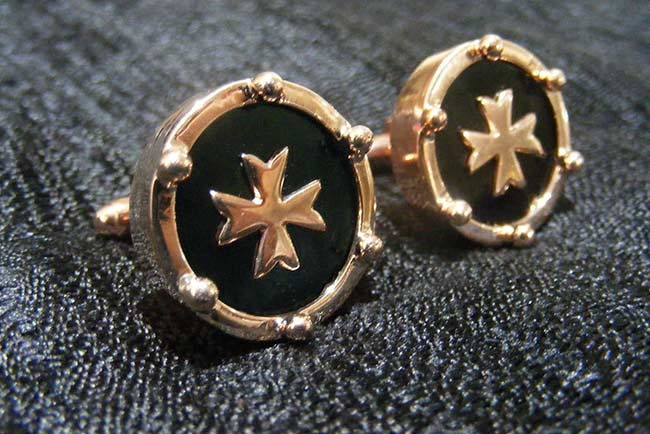 Cufflinks with protective balls